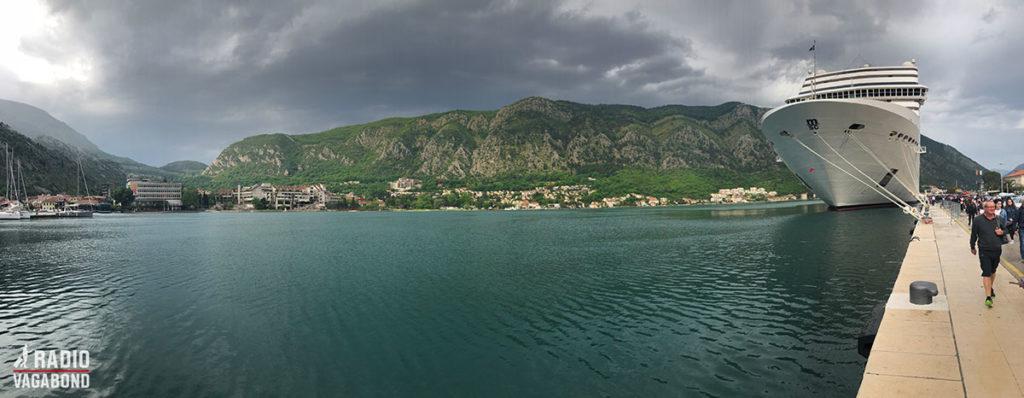 Et stort krystogtskib var netop ankommet til Kotor.