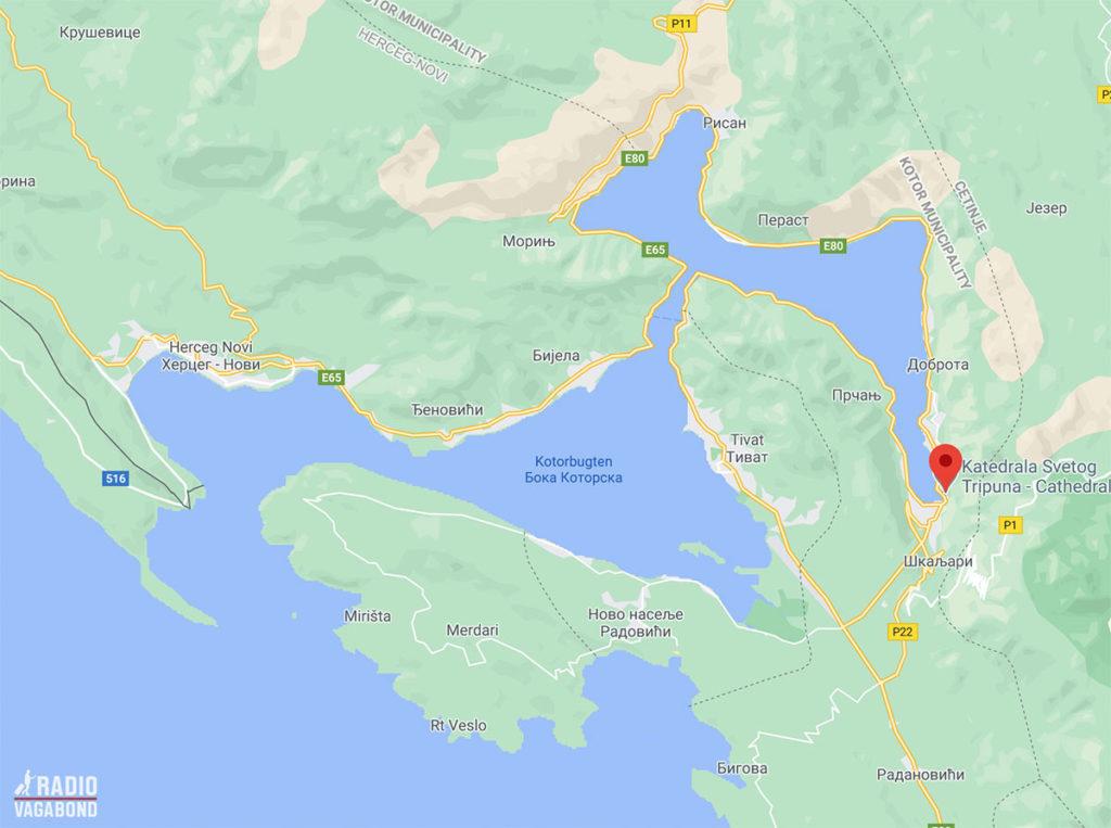 Det er en meget speciel kystlinje skibene skal igennem for at komme ind til Kotor.