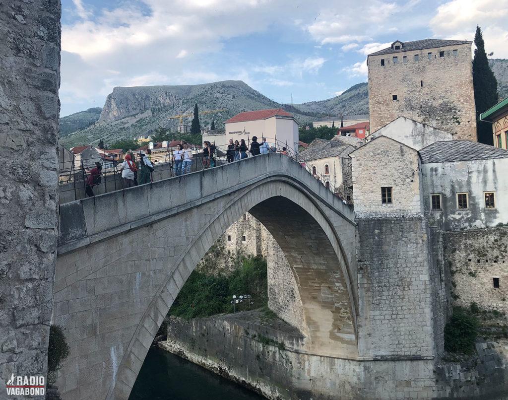 Den genopbyggede bro, der ser ud som den gamle, åbnede den 23. juli 2004.