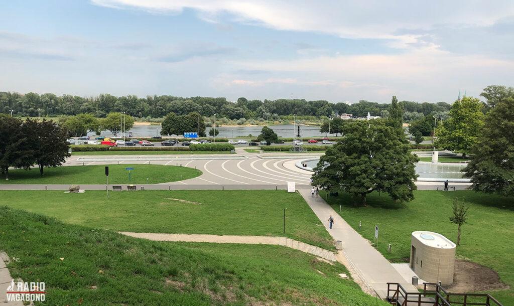 Warszawa er en grøn by. Deres Lazienki Park er en af de største parker i Europa, og afholder gratis søndags-koncerter i parken fra maj til oktober.