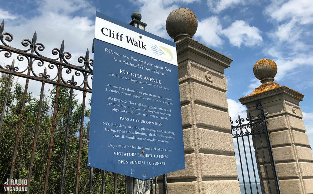 Jeg kørte sydpå til den berømte Cliff Walk i New Port.