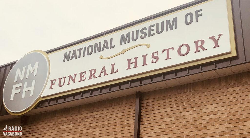 På Dougs opfordring besøgte jeg et bizart sted: the National Museum of Funeral History