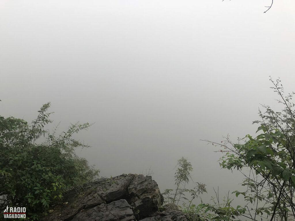 Her er en fantastisk udsigt over byen og bjergene ... når det ikke er tåget.
