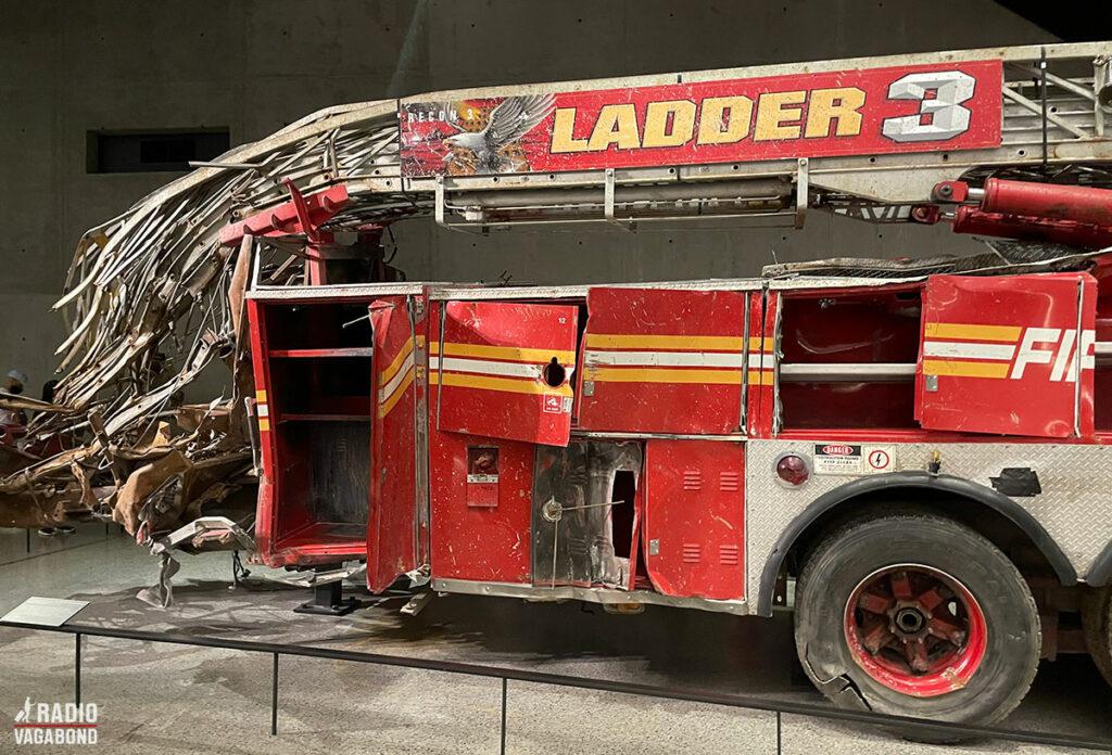 "Brandbilen fra ""Ladder 3"" blev knust da tårnene faldt."