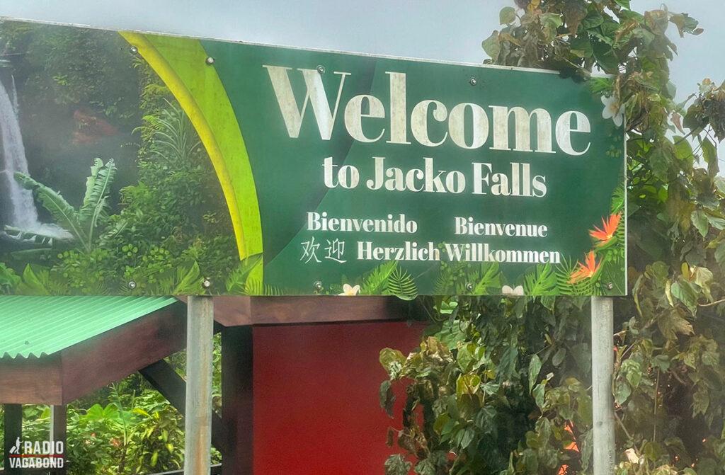 "Vi er ved Jacko Falls tæt ved ""rundkørslen, som er på midten"""