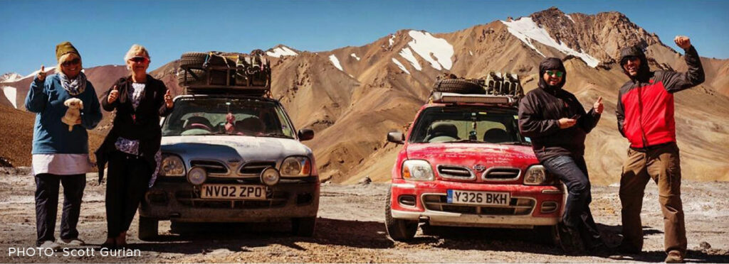 Scotts engelske venner i en anden Nissan Micra blev stoppet for at køre for hurtigt i Tadsjikistan.